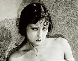 1920s Makeup - Gloria Swanson