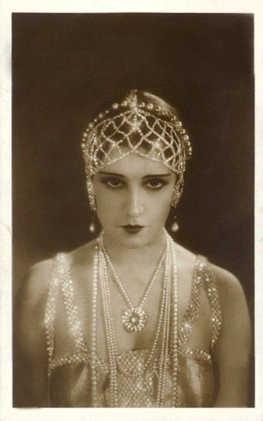1920's pearl headdress and pearl necklace