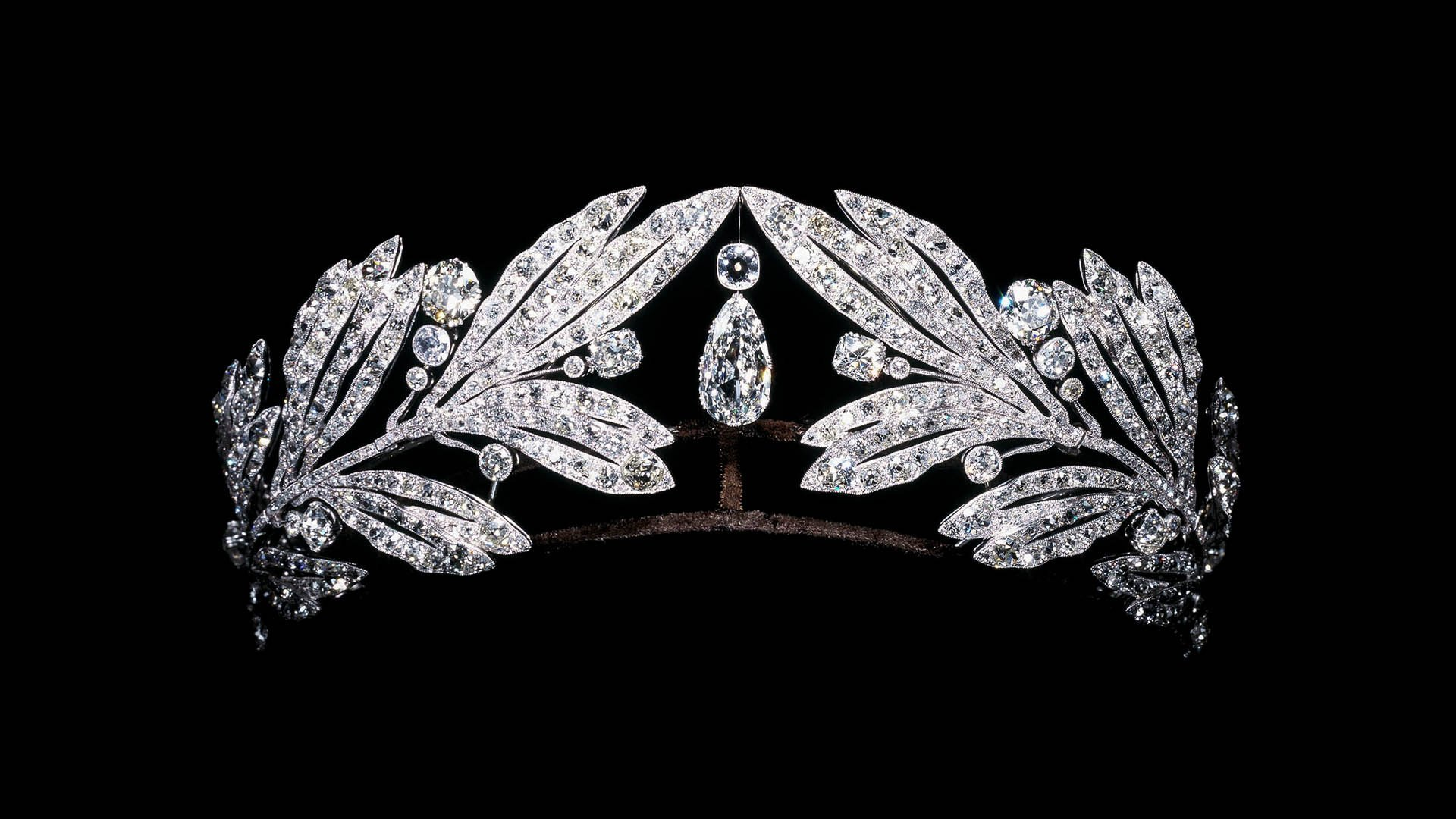 an antique 1920s jewelry cartier tiara