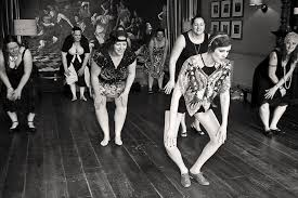 people in the 1920s learning to do the charleston in a dance class