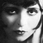 1920s makeup - clara bow's heart shaped lipstick