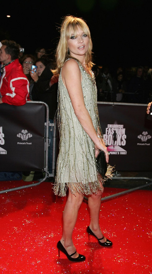 kate moss in a styled 1920s flapper dress