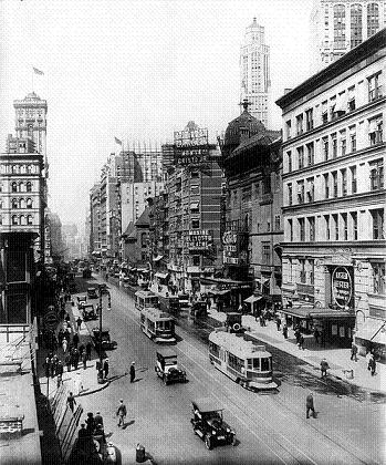 an overview of the life in new york and chicago during the 1920s The 1920s city life is commonly regarded as the era of prosperity the rise of an urban society also profoundly changed attitudes as americans strove to move in new directions, with much more industrialism per capita income increased a third during the decade the standard of living improved.
