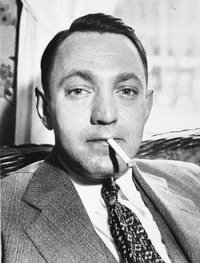 Gangster: Dutch Schultz, Smoking